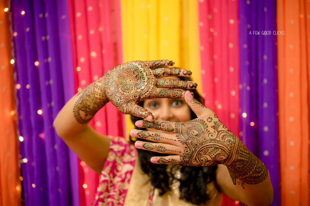 traditional-mehndi-poses-indian-wedding-pictures-by-afewgoodclicks-net