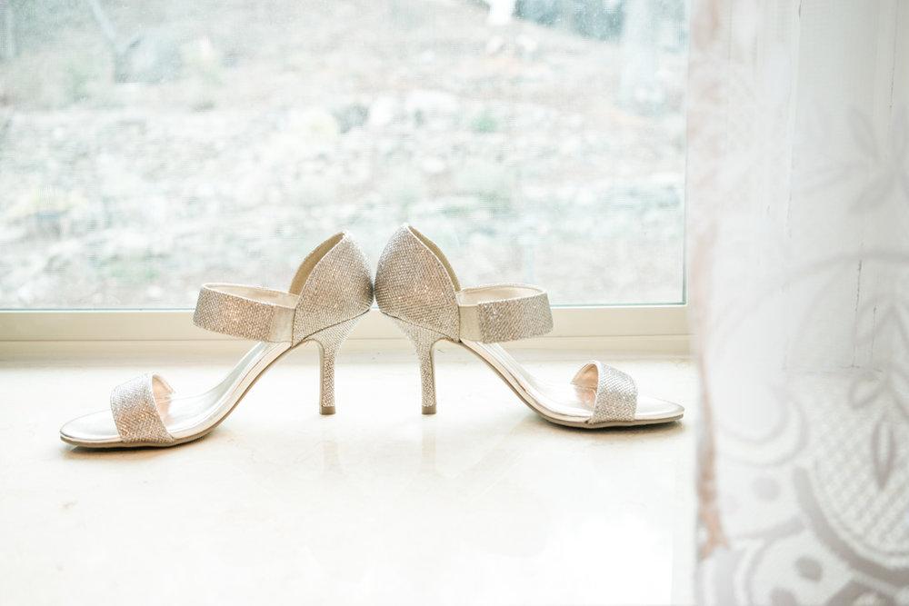 bridal-shoes-photograph-elliston-vineyard-wedding-photography-afewgoodclicks.net