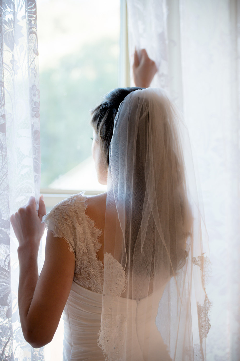 bride-window-bridesmaid-helping-bride-get-ready-elliston-vineyard-wedding-photographer-afewgood-clicks.net