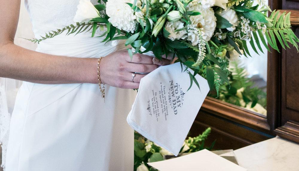 bride-holding-bouquet-elliston-vineyard-wedding-photographer-afewgood-clicks.net