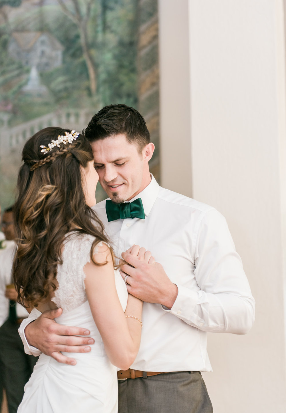 first-dance-bride-groom-wedding-photography-must-have-photo