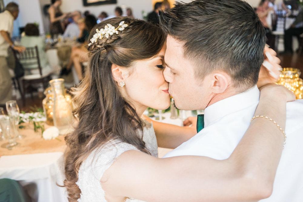 bride-groom-kiss-must-have-wedding-photos-east-bay-wedding-photographer-afewgoodclicks