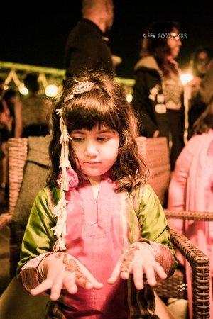 young-kids-enjoying-mehndi-ceremony-in-indian-wedding