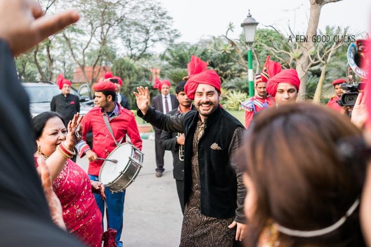 best-destination-Indian-wedding-photographer-captures-Indian-wedding-baraat-a-few-good-clicks-net