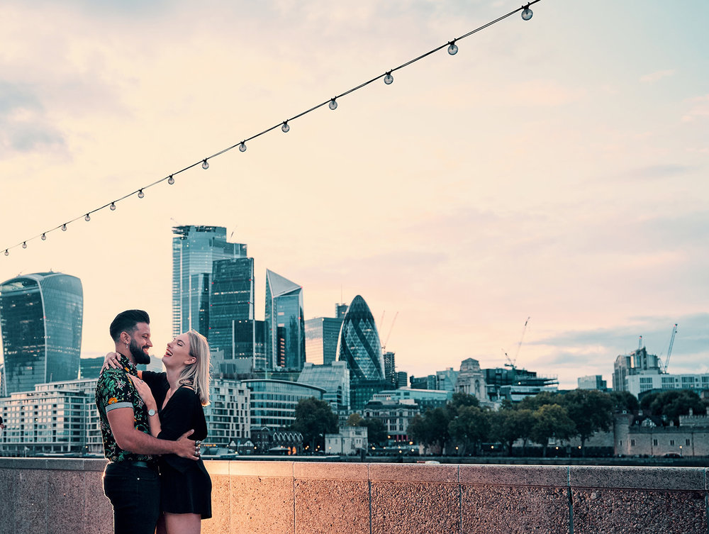 engagement-photo-shoot-london-skyline-from-south-bank-afewgoodclicks