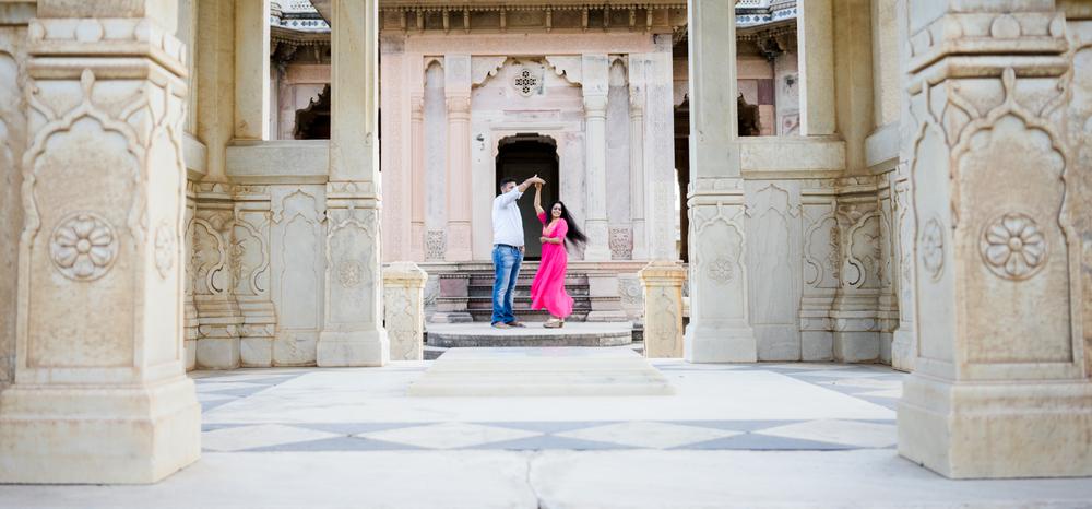 twirl-pose-couples-pre-post-wedding-photography-jaipur