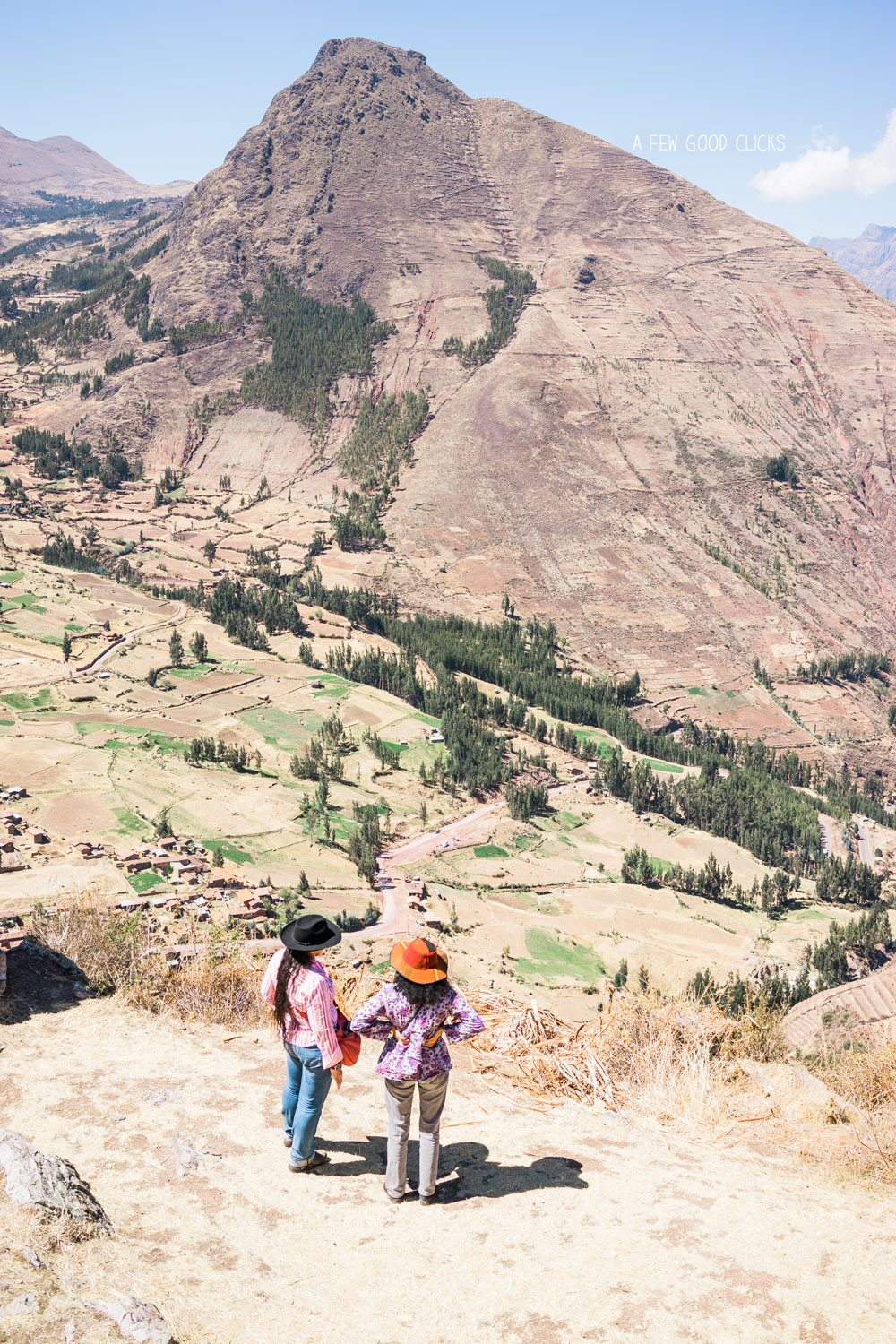 ruins-of-pisaq-overlooking-the-urubamba-river-travel-photography-by-a-few-good-clicks-net
