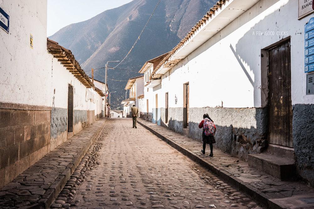 Andahhuaylillas-church-alley-inka-bus-tour-stop-cusco-puno-by-afewgoodclicks.net