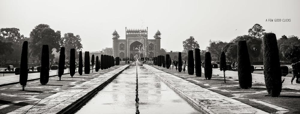 view-of-taj-mahal-entrance-gate-fountain-image-afewgoodclicks.net