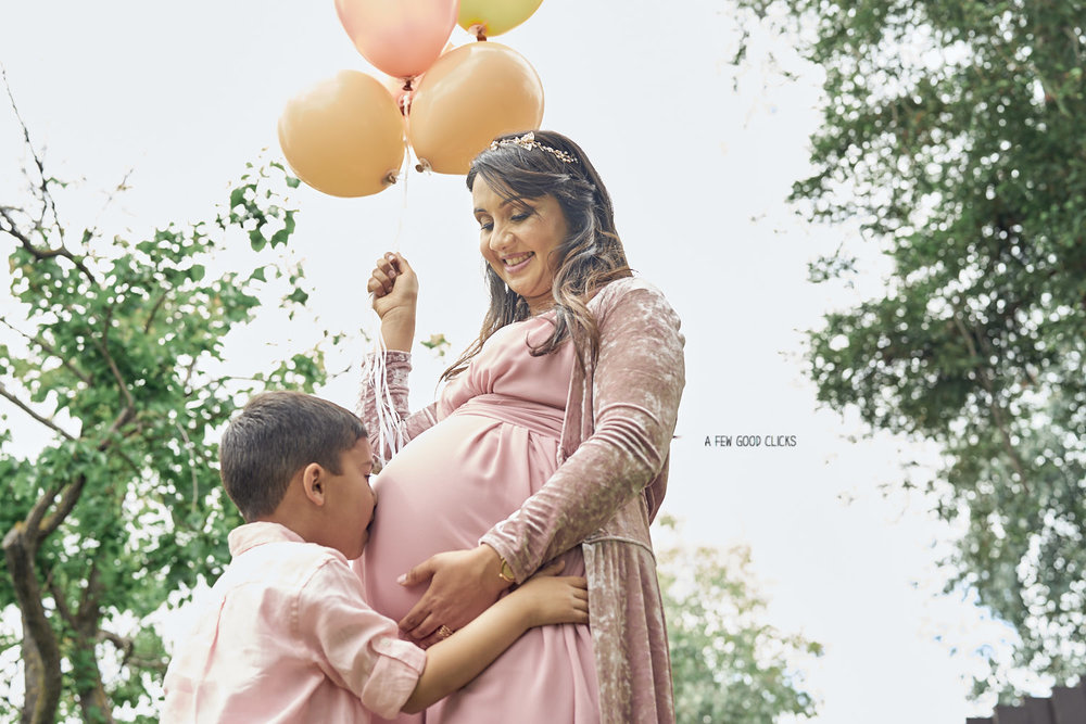 san-jose-baby-shower-event-photo-with-first-child-kissing-bump