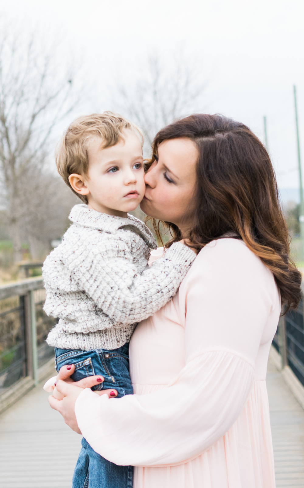 mother-son-photography-poses-sunnyvale-baylands-park-family-photography-by-afewgoodclicks
