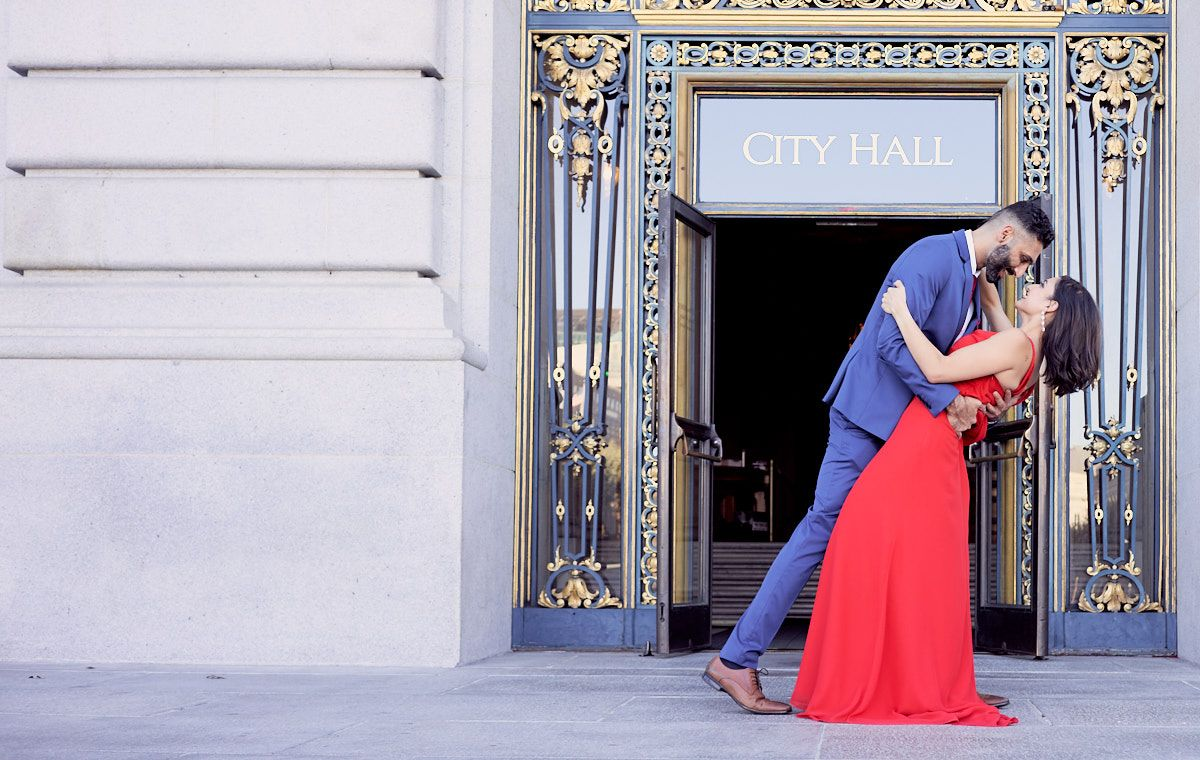 just-married-photograph-bride-groom-at-san-francisco-city-hall