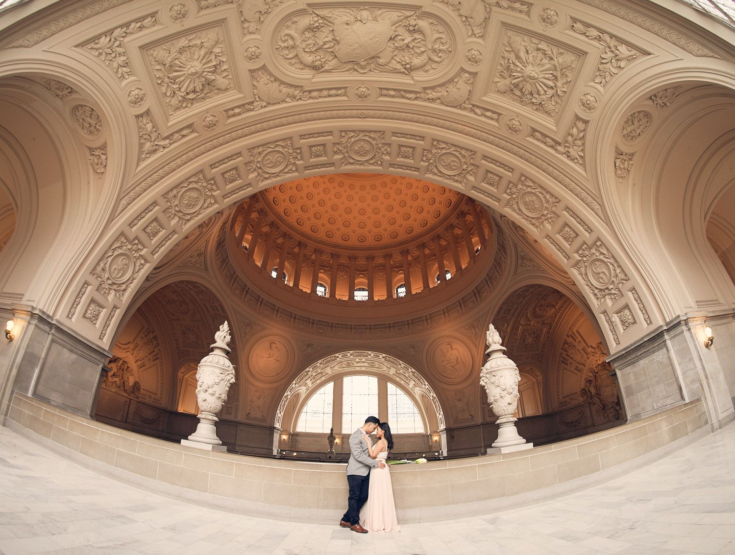 Why San Francisco City Hall Is Wedding Photographer's Favourite Location?